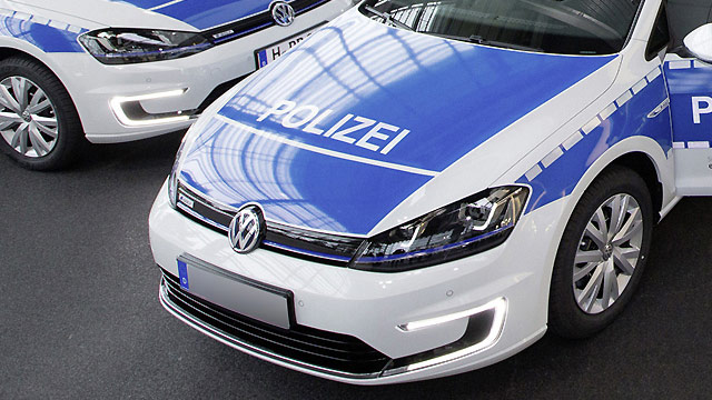 vw e golf polizei in niedersachsen f hrt elektroautos. Black Bedroom Furniture Sets. Home Design Ideas
