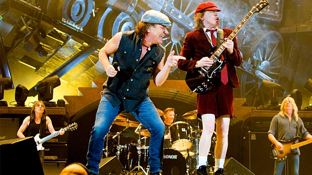 bei ac dc kriselt es angus young best tigt ein paar probleme. Black Bedroom Furniture Sets. Home Design Ideas