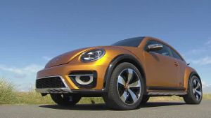 VW Beetle Dune – Sand unter den Rädern (Screenshot: car-news.tv)