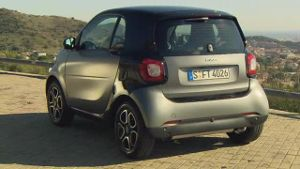 Kompakter Zweisitzer: der Smart ForTwo (Screenshot: car-news.tv)