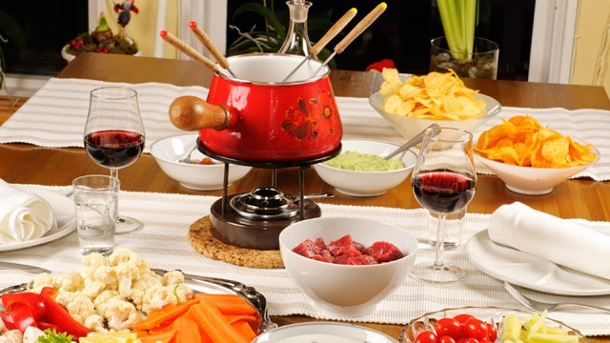 Fondue an Silvester: Rezepte & Beilagen für Fleisch-und Käsefondue. Frische Rohkost und würzige Dips sind ideale Fondue-Beilagen. (Quelle: Thinkstock by Getty-Images)