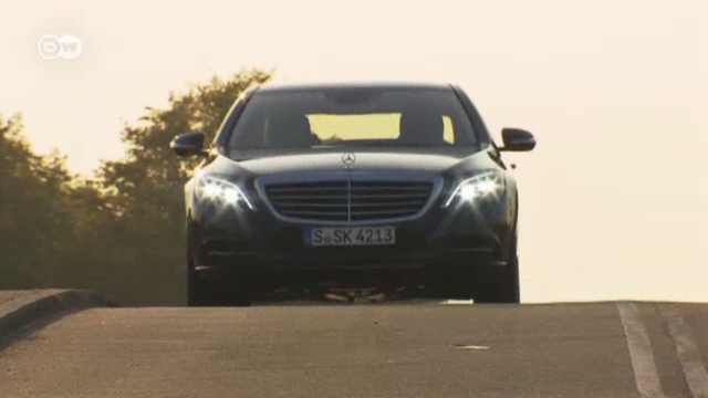 Mercedes S 500 mit Hybrid-Antrieb (Screenshot: Deutsche Welle)