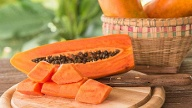 Papaya ist eine gesunde Frucht (Quelle: Thinkstock by Getty-Images)