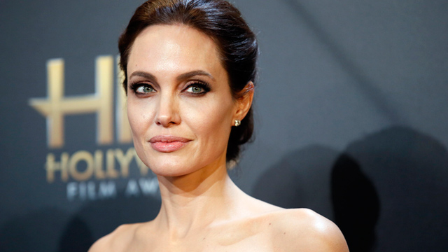 angst vor krebs angelina jolie hat sich eierst cke entfernen lassen. Black Bedroom Furniture Sets. Home Design Ideas