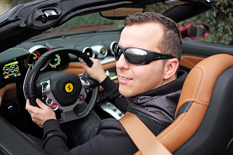 Wanted.de Autor Christian Sauer am Steuer des Ferrari California T mit 560 PS starkem V8-Turbo-Motor. (Quelle: Anja Sauer)