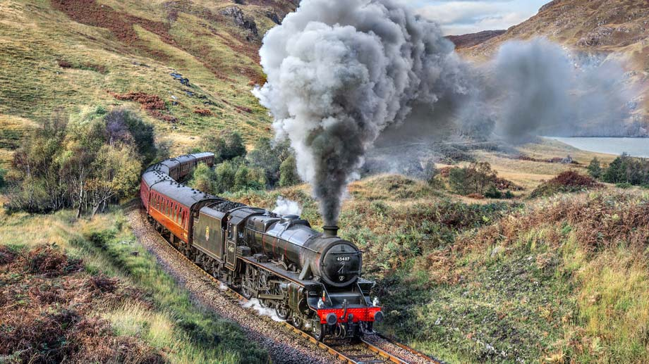 Der Jacobite Steam Train ist der letzte Dampfzug Schottlands. Seit gut 30 Jahren fährt er durch die Highlands, von Fort William nach Mallaig. (Quelle: dpa/West Coast Railways)