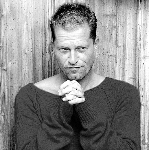 til schweiger ist mit seinem verschmitzten aussehen immer noch ein wahrer frauenheld au erdem. Black Bedroom Furniture Sets. Home Design Ideas