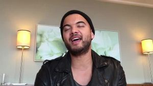 ESC: Guy Sebastian gibt Kostprobe von 'Tonight Again'. (Screenshot: t-online.de)