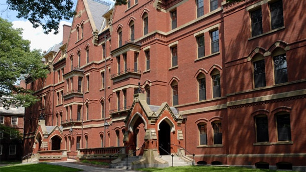 Hochbegabte Ria (11) will auf die Eliteuniversität Harvard. Heilige Hallen der Wissenschaft: Die Eliteuniversität Harvard in den USA. Dort will die elfjährige Ria Cheruvu studieren. (Quelle: Thinkstock by Getty-Images)