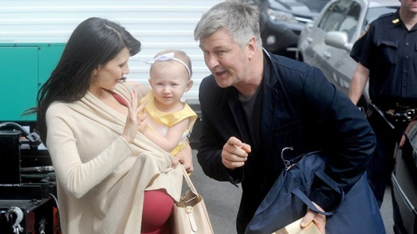 zweites kind f r alec und hilaria baldwin. Black Bedroom Furniture Sets. Home Design Ideas