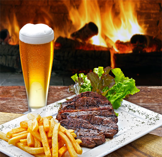 Die perfekte Kombination: Feines Bier zum Grillen (Quelle: Thinkstock by Getty-Images)