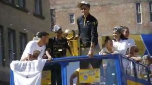 Golden State Warriors feiern NBA-Titel 2015. (Bild: Omnisport)