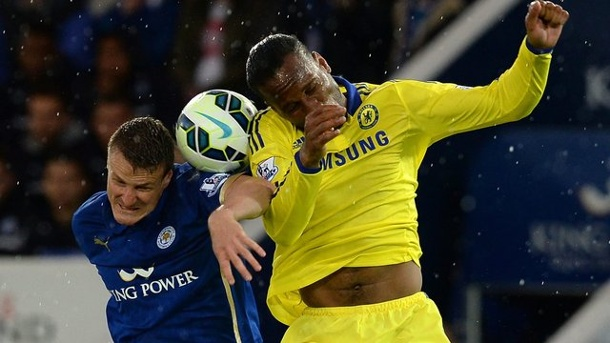 Fußball: Huth bleibt bei Leicester City. Leicesters Robert Huth (l) im Duell mit Chelsea-Star Didier Drogba.