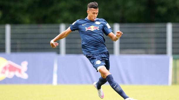 RB Leipzig: Davie Selke muss Training abbrechen. Leipzigs Davie Selke verletzt sich im Training.  (Quelle: imago/Picture Point LE)