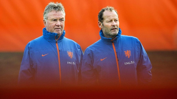 EM 2016: Danny Blind folgt Hiddink als neuer Bondscoach. Neuer Bondscoach: Danny Blind (re.) übernimmt das Nationaltraineramt von Guus Hiddink (li.).  (Quelle: dpa)