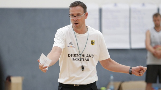 Basketball-EM 2015: Bundestrainer Chris Fleming bangt um drei Profis. Bundestrainer Chris Fleming bereitet sich mit der Basketball-Nationalmannschaft auf die EM vor. (Quelle: imago/Wolter)