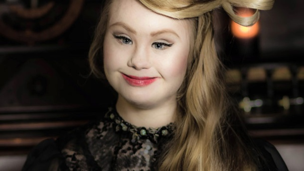 Madeline Stuart: Model mit Down Syndrom erobert Catwalk in New York. Model mit Down-Syndrom: Madeline Stuart eröffnet eine Show bei der New York Fashion Week. (Quelle: dpa)