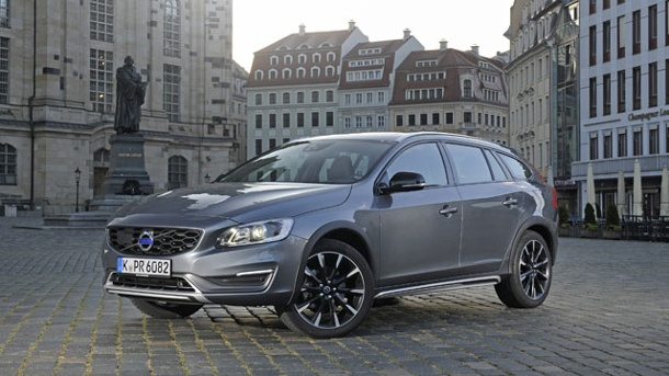 Technische Daten des Volvo V60 Cross Country. Der Volvo V60 Cross Country kostet in der Basis-Version 36.350 Euro. Unser Testwagen lag inklusive aller Extras bei 55.810 Euro. (Quelle: Hersteller)