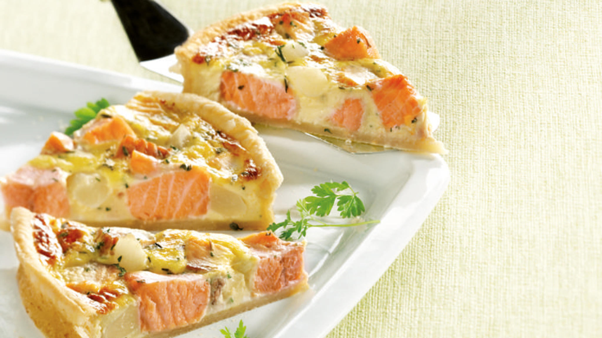 lachs tarte mit spargel. Black Bedroom Furniture Sets. Home Design Ideas