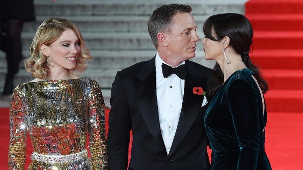 """Spectre"" feiert Weltpremiere: Glamourös, glamouröser, James Bond. Daniel Craig mit den Bond-Girls Monica Bellucci (r.) und Léa Seydoux in London. (Quelle: dpa)"