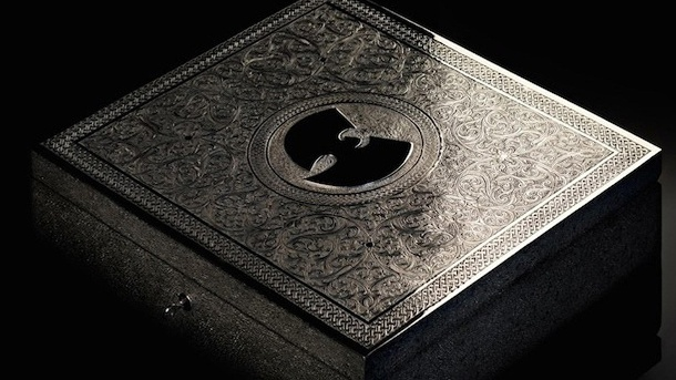 """Wu-Tang Clan: Umstrittener Manager kauft Millionen-Album. Edles Teil: Die Silberbox, in der sich das Unikat des Albums """"Once Upon A Time in Shaolin"""" befindet. (Quelle: Auction House Paddle8)"""