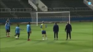 Messi gelingt irrer Kunstschuss beim Training. (Screenshot: Zoomin)