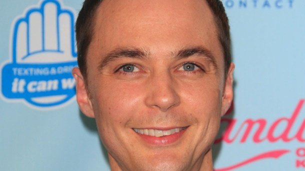 """Big Bang Theory"" wegen Katzentanzlied verklagt. Sheldon (Jim Parsons) singt in ""The Big Bang Theorie"" regelmäßig mit Begeisterung das Katzentanzlied. (Quelle: dpa)"