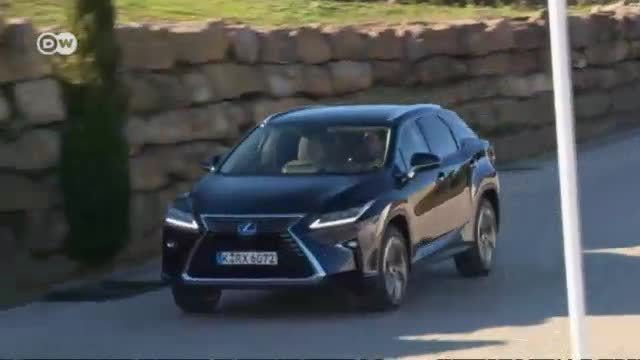 Am Start: Lexus RX 450h. (Screenshot: Deutsche Welle)
