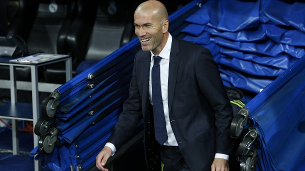 5:0-Sieg: Zinedine Zidane feiert perfekten Einstand bei Real Madrid. Real Madrids neuer Trainer Zinedine Zidane hat gut lachen. (Quelle: imago/Alterphotos)