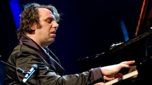 Der kanadische Piano-Entertainer Chilly Gonzales feierte mit der Britpop-Ikone Jarvis Cocker die Premiere ihres gemeinsamen Projekts 'Room 29 - Work in Progress' in Hamburg.