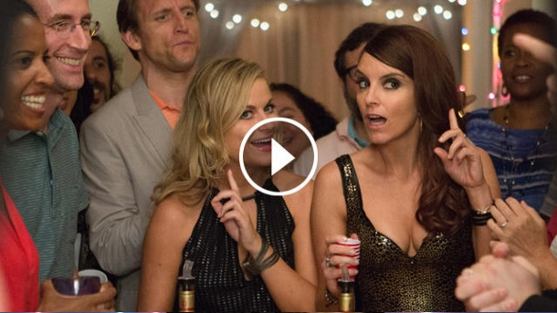 """Amy Pohler und Tina Fey in """"Sisters"""". (Quelle: Universal)"""