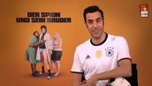"Video-Interview: ""Der Spion und sein Bruder"". (Quelle: t-online.de)"