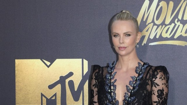 "Film - MTV Movie Awards: Popcorn für ""Star Wars"". Charlize Theron wurde bei den MTV Movie Awards als beste Schauspielerin ausgezeichnet."