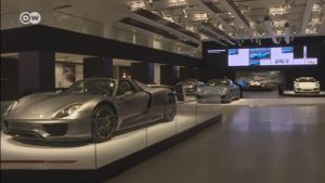 Porsche-Ausstellung - The Future of Performance. (Screenshot: Deutsche Welle)