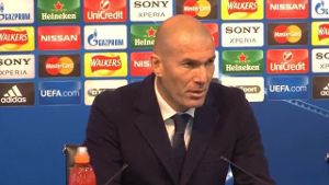 Zidane: Defensive war top, Offensive nicht. (Screenshot: Omnisport)