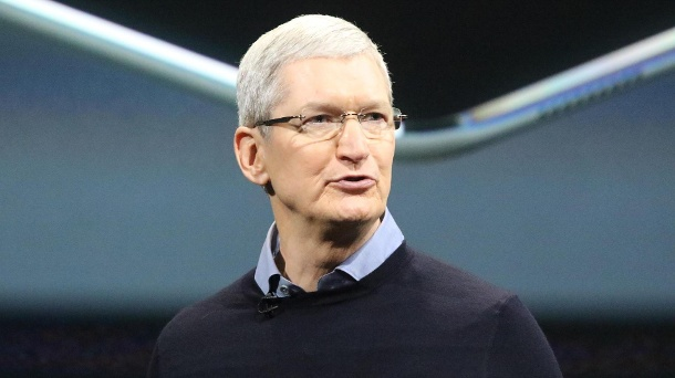 "Apple-Boss Tim Cook wirft Börsianern ""riesige Überreaktion"" vor. Nach Aktien-Talfahrt: Apple-Chef Tim Cook verspricht Innovationen.  (Quelle: dpa)"