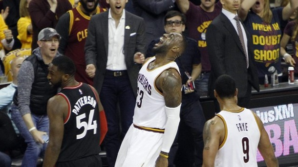 NBA-Playoffs: Cleveland Cavaliers siegen deutlich gegen Toronto Raptors. LeBron James und Co.