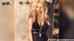Jessica Simpson stellt sexy Bademoden vor. (Screenshot: Bit Projects)