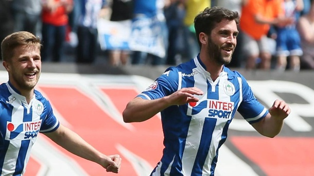 EM 2016: DFB-Gegner Nordirland mit Drittliga-Torschützenkönig. Weiß, wo das Tor steht: Will Grigg (re.) vom englischen Drittliga-Klub Wigan Athletic. (Quelle: imago images/BPI)