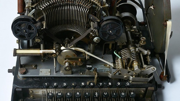 Wehrmacht-Chiffriermaschine bei Ebay. Diese Chiffriermaschine entdeckten Museums-Mitarbeiter in einem Schuppen. (Quelle: AFP/AFP PHOTO / CHARLES COULTAS / NATIONAL MUSEUM OF COMPUTING)