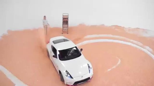 Stuntman driftet gekonnt durch ein Meer voller Zuckerstreusel. (Screenshot: Bit Projects)
