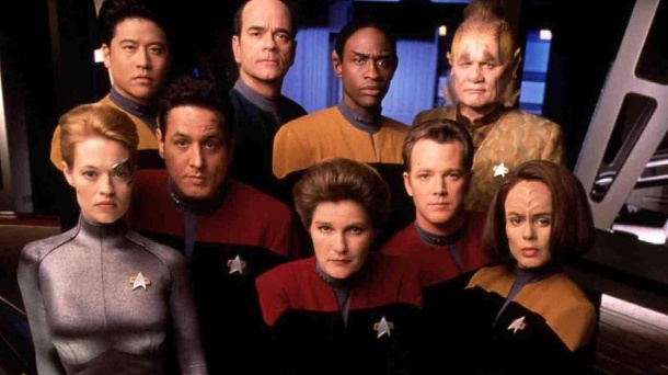 "Star Trek - Voyager: Das wurde aus Captain Janeway, Tuvok und Co.. Die Crew des Raumschiffs ""Voyager"". (Quelle: imago images/United Archives)"
