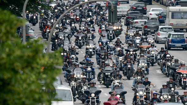 14. Harley Days in Hamburg - Motorradparade. (Quelle: dpa/Axel Heimken)