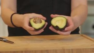 Lifehack: Avocado schneller reifen lassen. (Screenshot: Bit Projects)