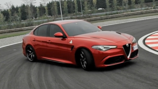 "Alfa Romeo Giulia QV – ""Julia – rette uns!"" (Screenshot: car-news.tv)"