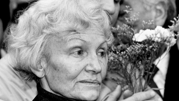 Literatur: Gespräche mit Margot Honecker. Margot Honecker starb am 6.