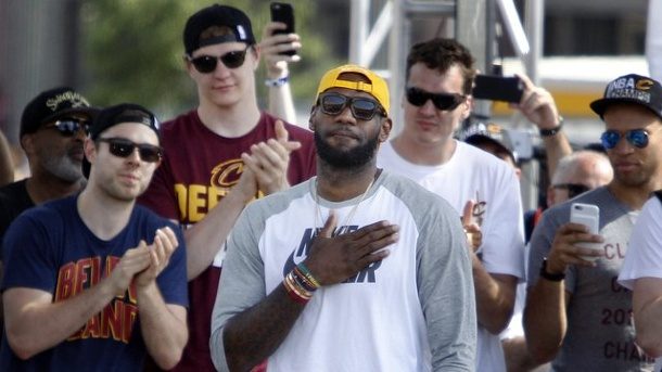Basketball: NBA-Superstar James erhält Rekordvertrag in Cleveland. LeBron James ist Topverdiener der NBA.