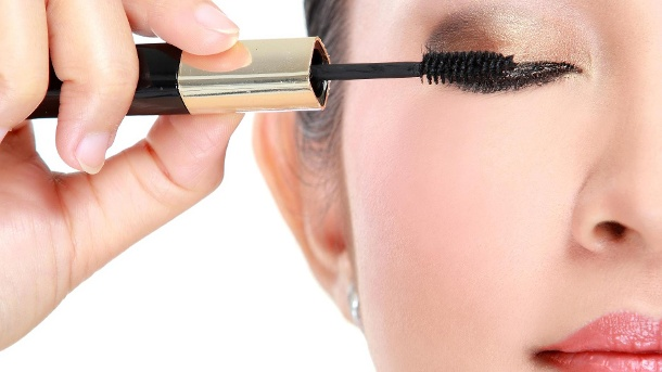 Öko-Test Mascara: Zwei Produkte fallen im Test durch.  (Quelle: Thinkstock by Getty-Images)
