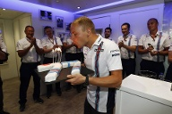 Happy Birthday! Williams-Pilot Valtteri Bottas feiert in Spa Geburtstag. (Quelle: imago images/LAT Photographic)