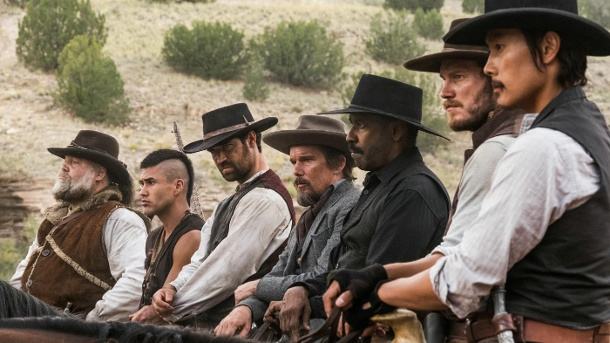 "Filmkritik: Das erwartet Sie in ""Die glorreichen Sieben"". Die glorreichen Sieben (l-r): Jack Horne (Vincent D'Onofrio), Red Harvest (Martin Sensmeier), Vasquez (Manuel Garcia-Rulfo), Goodnight Robicheaux (Ethan Hawke), Chisolm (Denzel Washington), Josh Faraday (Chris Pratt) und Billy Rocks (Byung-hun-Lee). (Quelle: Sony)"